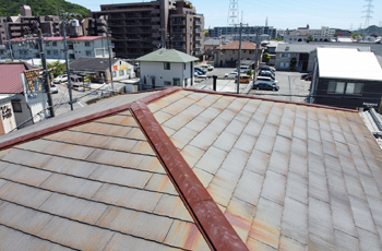 全体がサビた屋根