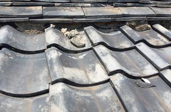 漆喰の劣化した屋根