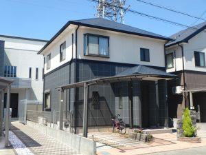 屋根・外壁(2F)は紫外線から守るために長持ちする塗料を… 外壁(1F)は意匠性の高い塗料を…