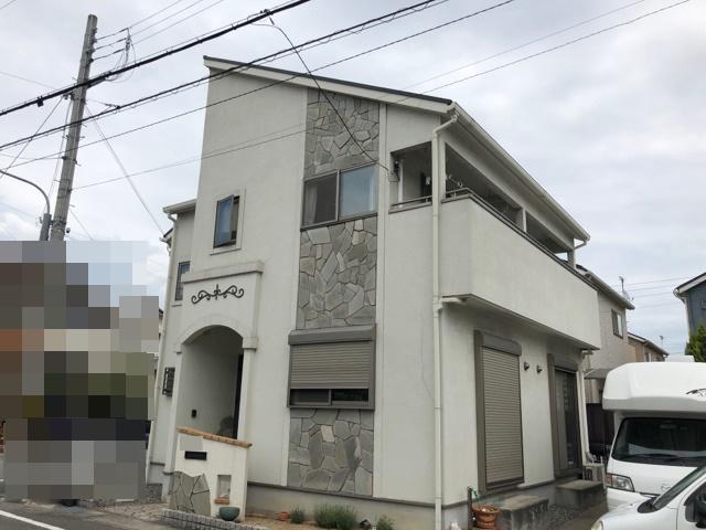 姫路市 黒に白が映え、センスが光る‼屋根には、遮熱効果の高い塗料を使用!