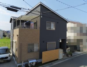 加古川市 外壁の凹凸を活かした2色塗り再現工法のブラウン!映えてます‼