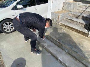 雨で濡れて転倒しやすい玄関タイルやアプローチに滑り止め塗装 篠山市