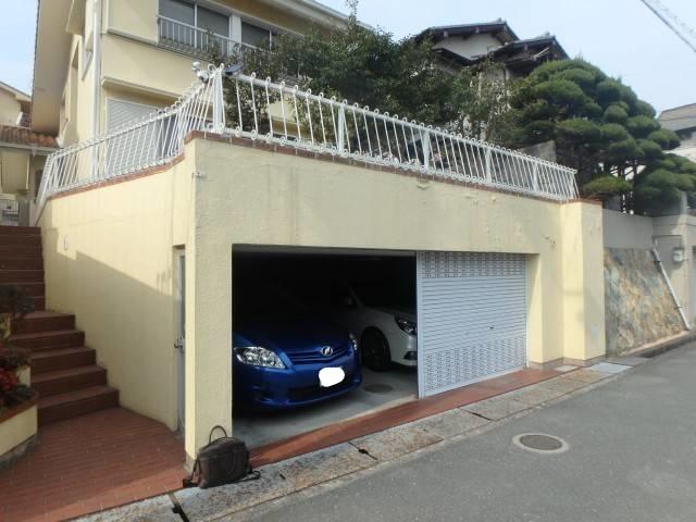 姫路 数年で剥がれた車庫まわりの外壁塗装を撤去しコンクリート壁塗装