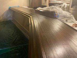 某人気ステーキ店舗内の歴史を刻んだ木製カウンターテーブル塗装 姫路