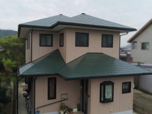 たつの市 屋根グリーン&外壁モカ!ナチュラルな色合いの素敵な塗り替え